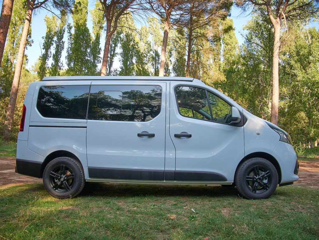 Nissan NV300 lateral
